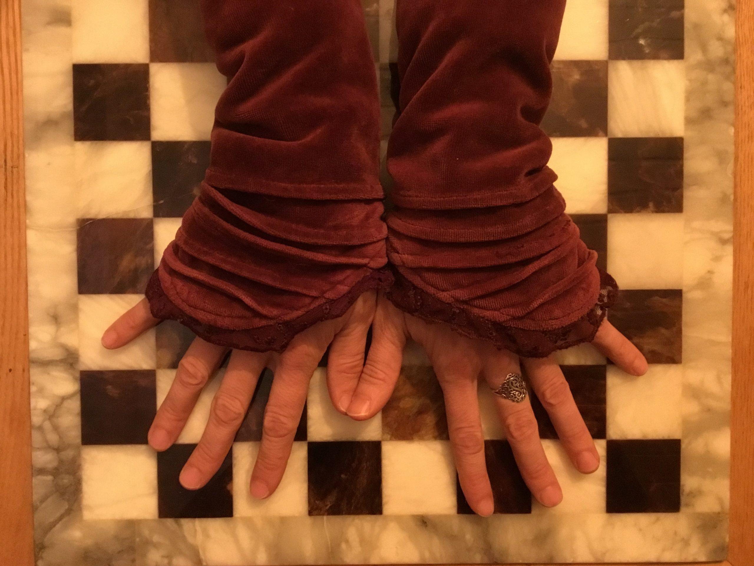 Richtig! Kuschelige Pulswärmer bescheren Dir warme Hände. 👐🏼